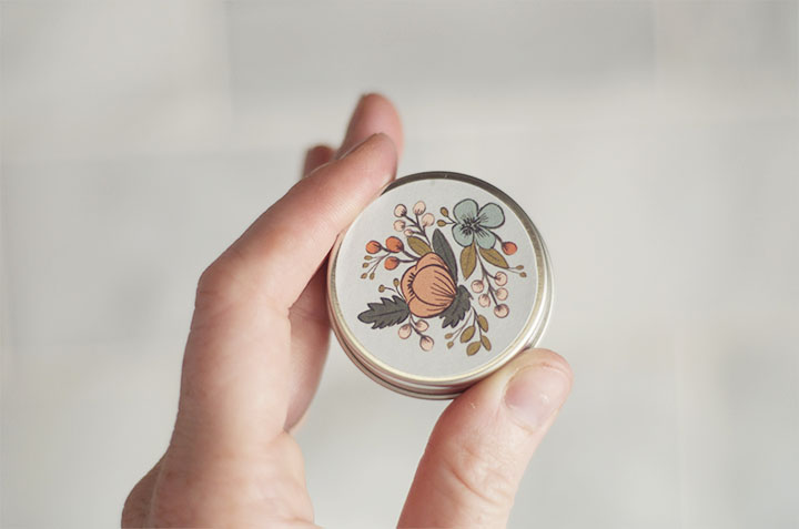 źródło: http://www.agoldenafternoon.com/home/homemade-lip-balm-burts-bees-copycat/